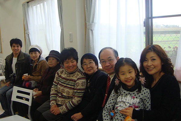 牧師師母與我們.JPG