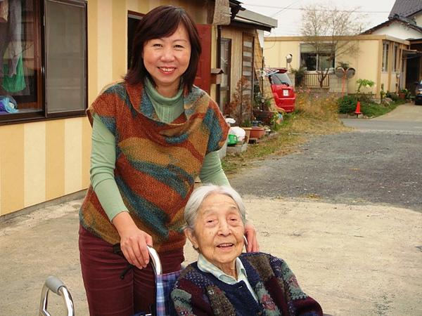佳子と御婆ちゃん.JPG
