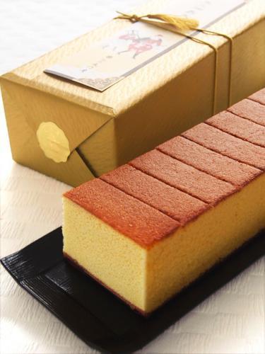 主要材料有雞蛋、和三盆糖、、蜂蜜、麵粉等烘培製成。  特撰蜂蜜蛋糕 303 x 116 x 80mm (10片裝入一盒) 代購價NT$900元(不含運)