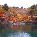 十和田湖.紅葉.jpg