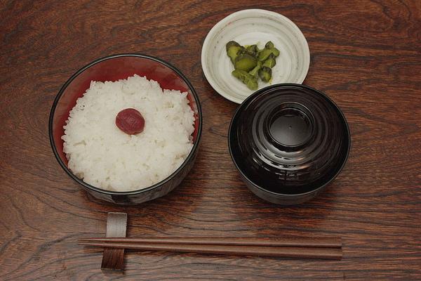 一汁一菜:飯、湯以及醬菜