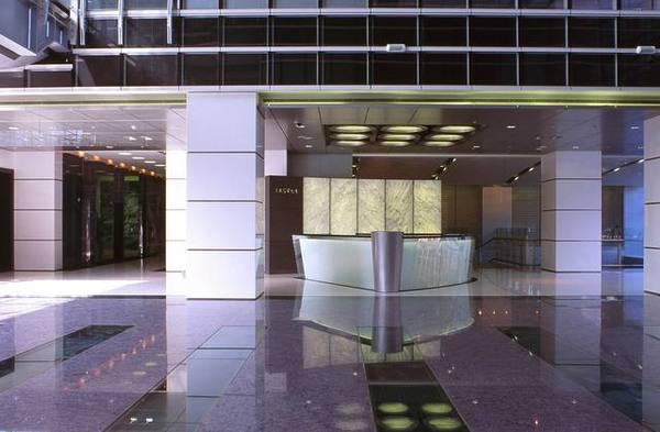 經貿大樓一樓大廰 櫃檯側