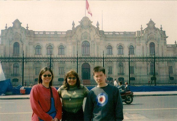 Lily和秘魯前總理Fujimori的兒子和女兒~