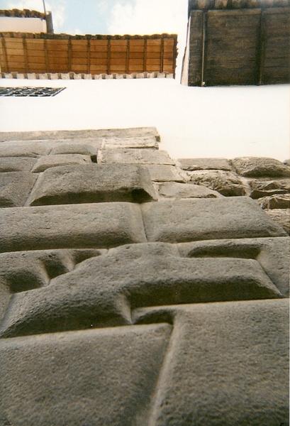 庫斯科一面石牆上的十二角石