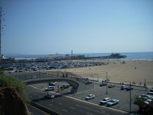 天橋通到下面海灘