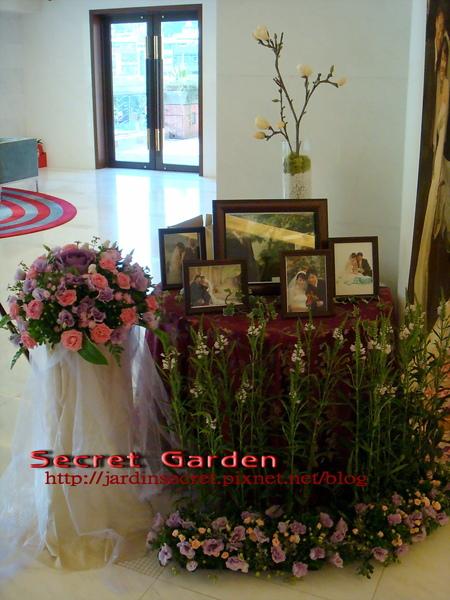 婚禮佈置~維多麗亞-花園中的相片區2.jpg
