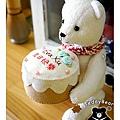 20130810_抱著蛋糕的北極熊02