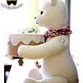 20130810_抱著蛋糕的北極熊04