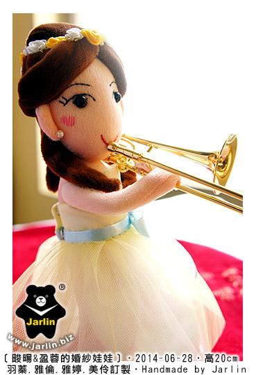 新娘吹長號的婚紗娃06