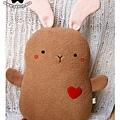 20110112-小棕兔抱枕01.jpg