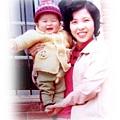 年輕的媽媽&嬰兒的我