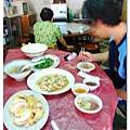 三菜一湯,吃得好飽,兩個人吃合菜總覺得太多了