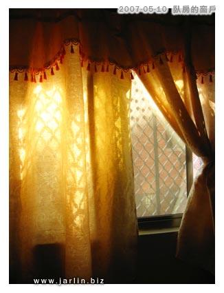 金黃色的窗戶