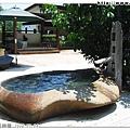 巨石浴池的造型很漂亮