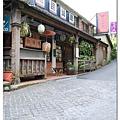 車站旁的小街道都是餐廳,但消費的人好像不多