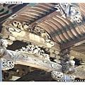 主殿屋簷下的雕刻很精緻