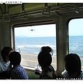 經過湘南海岸,大家都在看海上的衝浪高手