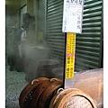 店門口的蒸籠很有歷史感,上頭是每天的出爐時刻表