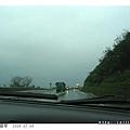 濕冷的天氣中,車子不少,慢慢開囉