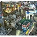 在新宿大樓上往下拍