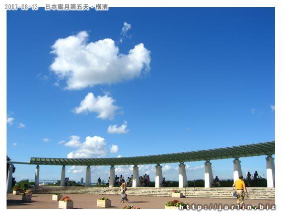 天很藍、雲很白...天氣很熱