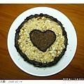 在蛋糕上做上愛心裝飾