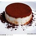 ●鮮奶酪灑上一層細細地巧克力粉 (070530)