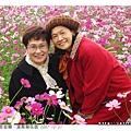 婆婆今天穿了大紅外套很可愛,師姑跟婆婆這張照片很青春可愛