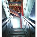 走木梯上樓