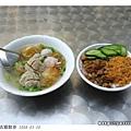 便宜又好吃的小吃,肉燥飯加綜合丸子湯總共40圓