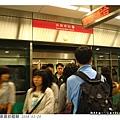 搭火車到高雄火車站換捷運
