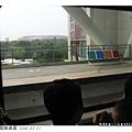 世運站到了! 鳥巢結構的大體育場也在興建中