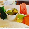 白飯、配菜、水果