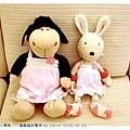 20101020_羊咩&小兔的小禮服02.jpg