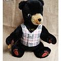 20100630_小黑熊穿西裝背心