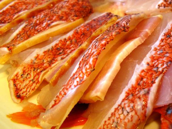紅條麒鱗魚_培根片及薑片.jpg