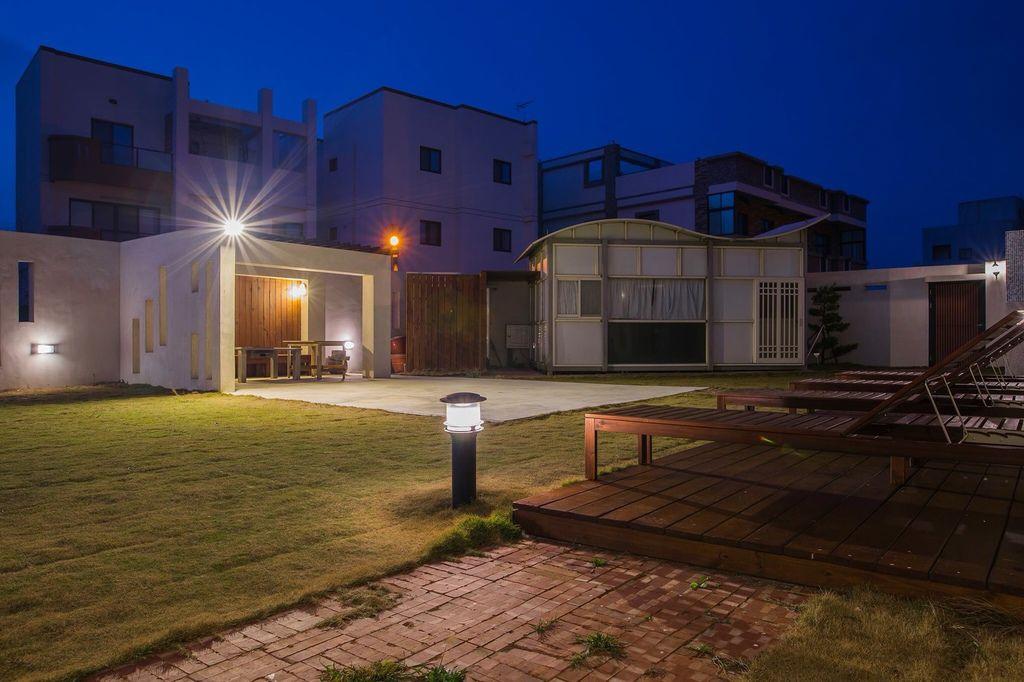 2晚上庭院照.jpg
