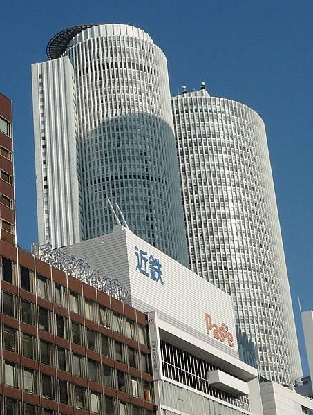 那二棟圓圓的就是名古屋車站