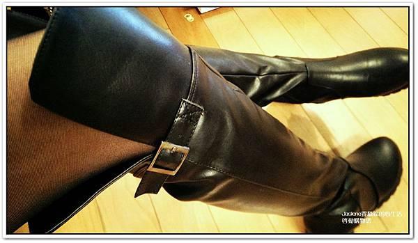 好搭必買黑色帥氣的平底膝上靴1