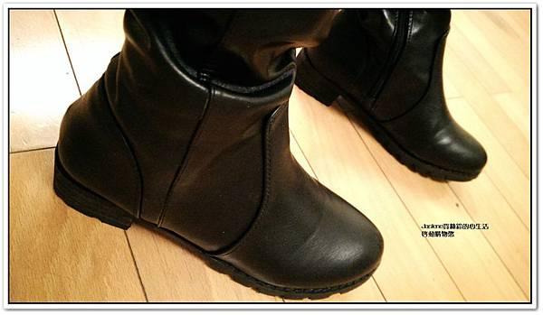 好搭必買黑色帥氣的平底膝上靴3