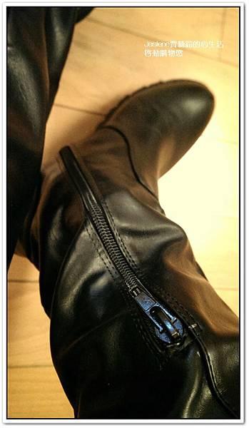 好搭必買黑色帥氣的平底膝上靴4