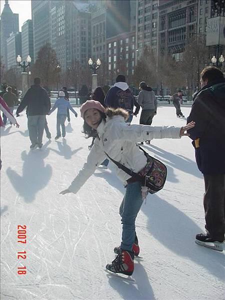 我是冰上好手~超愛溜冰~