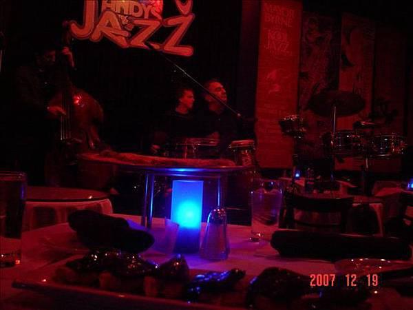 去bar聽jazz樂~