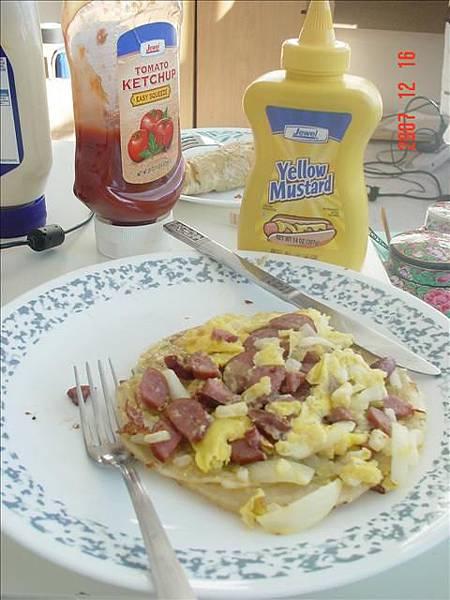雅婷做好早餐 然後叫我起床吃~超幸福>///<