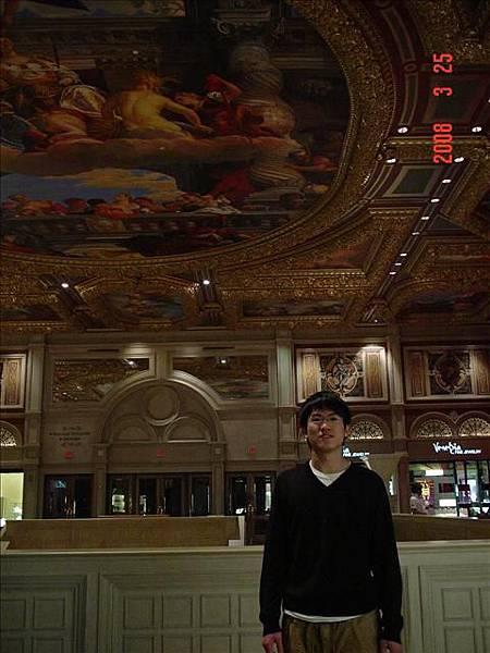 天花板也是很華麗的壁畫