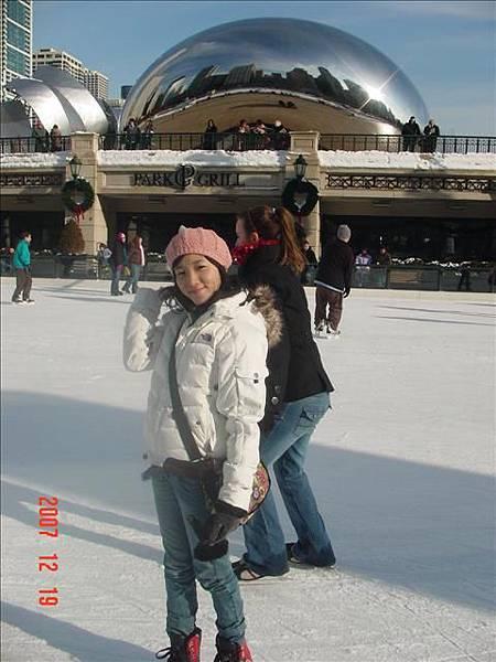 在芝加哥最hot的地標the bean下溜冰