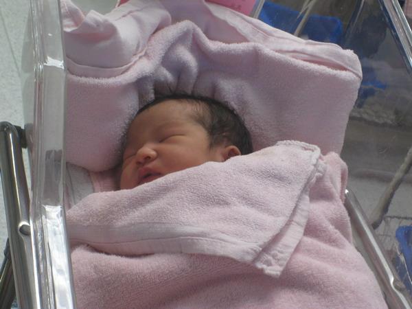 961127新光醫院出生第二天2.JPG