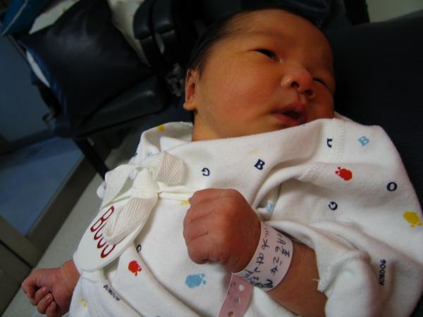 961128出生第三天在新光餵奶室7.JPG