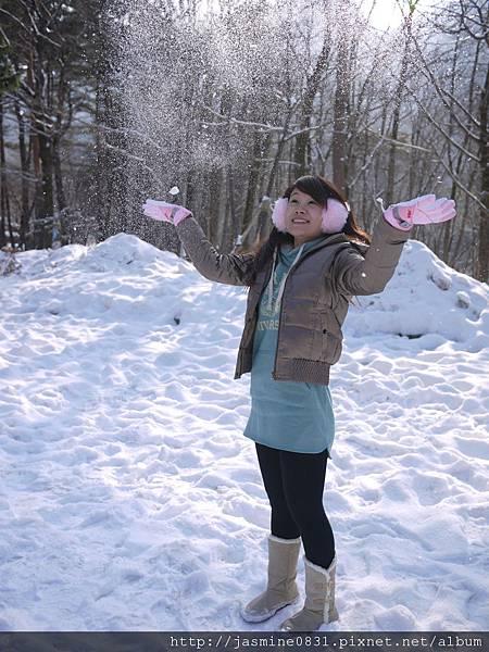 享受被雪花覆蓋的感覺