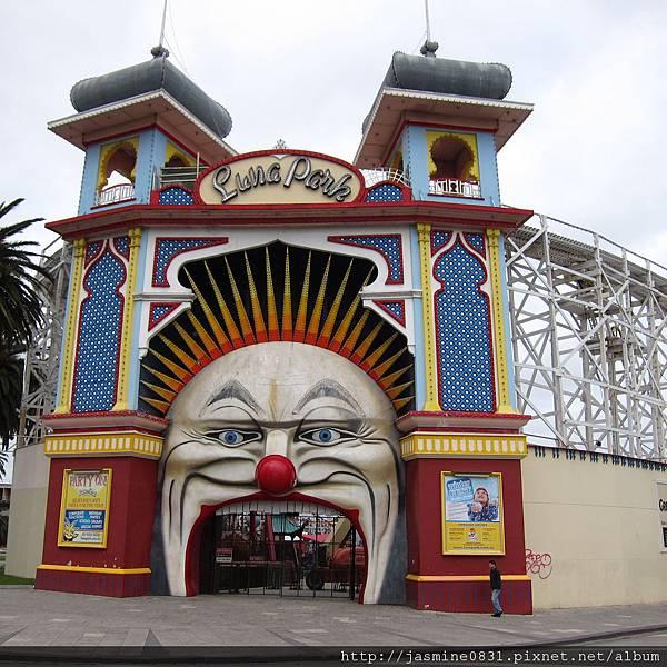 不知道嚇誰的Luna Park